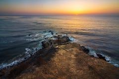 Flacher Felsen-Punkt-Sonnenuntergang Stockfotos