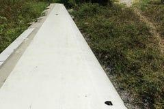 Flacher Flügelschiffbruch, der aus den Grund sitzt Stockbilder