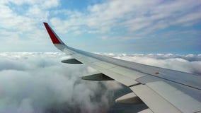 Flacher Flug ?ber den Wolken stock footage