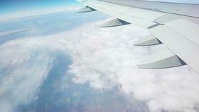Flacher Flug ?ber den Wolken stock video footage