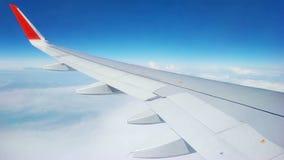 Flacher Flug ?ber den Wolken stock video