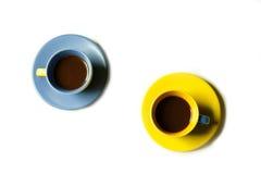 Flacher Lagekaffee zwei Schalen Stockfotos