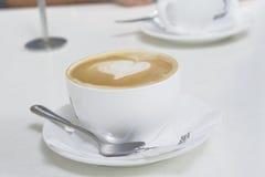 Flacher weißer Kaffee Stockfotografie