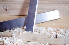 Flachere Messer hergestellt in Höhenflossenstations- und Chromstahl Präzisionswerkzeuge für Holzbearbeitungsindustrie lizenzfreie stockfotos