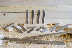 Flachere Messer hergestellt in Höhenflossenstations- und Chromstahl Präzisionswerkzeuge für Holzbearbeitungsindustrie lizenzfreie stockbilder