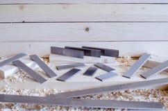 Flachere Messer hergestellt in Höhenflossenstations- und Chromstahl Präzisionswerkzeuge für Holzbearbeitungsindustrie stockfotos