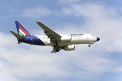 Flaches Boeing 737 der Malev Ungar-Fluglinien Stockbilder