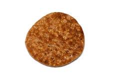 Flaches Brot des multi Kornes auf Weiß Stockbild