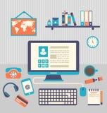 Flaches Design des modernen kreativen Büroarbeitsplatzes mit Computer Stockbild