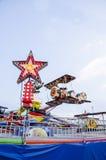 Flaches Karussell des Spielzeugs im Vergnügungspark Lizenzfreie Stockfotografie