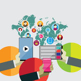 Flaches Konzept des Entwurfes für Soziales Netz durch die Anwendung von modernen elektronischen Geräten Stockfotos