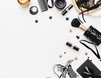 Flaches Lage-Stillleben der Modefrau Weiblicher eleganter und Luxushintergrund stockfotografie