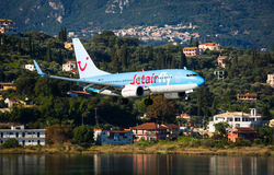 Flaches Landungsboeing 737-800 Lizenzfreie Stockfotografie