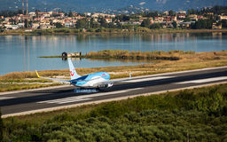 Flaches Landungsboeing 737-800 Stockfotografie