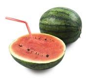 Flaches Papier auf der blauen skywater Melone mit Stroh, bereiten vor, um, auf weißem Hintergrund, Beschneidungspfad zu trinken Stockbild