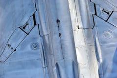 Flaches Unterseitendetail des Metall Su-24, Hintergrund lizenzfreies stockbild