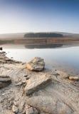 Flaches Yorkshire-Heidemoorreservoir Stockfotos