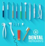 Flaches zahnmedizinisches Instrumentbühnenbildkonzept Stockfotos