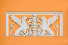 Flachrelief auf altem Haus Lizenzfreie Stockfotos