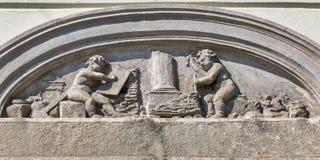 Flachrelief auf der Hausfassade in Graz, Österreich Lizenzfreie Stockfotos