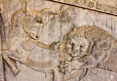 Flachrelief in Persepolis - ein Zoroastriansymbol Stockbilder