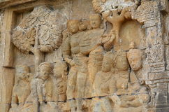 Flachreliefschnitzen von Kurtisanen bei Borobudur Stockbilder