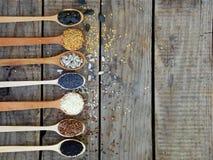 Flachs, Schwarz-, weißedes indischen sesams Samen, Sonnenblume und Mohnblume Lizenzfreie Stockfotos