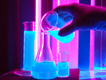 Flacon de produit chimique de mesure Photographie stock libre de droits