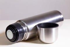 Flacon de vide en métal photo stock