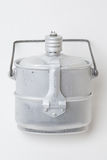 Flacon en aluminium d'armée avec le pot Photographie stock