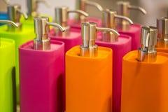 Flacons colorés image stock