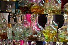 Flacons dans une parfumerie Photographie stock libre de droits
