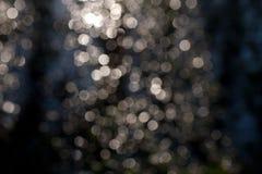Fladdrande av ljus på en mörk bakgrund Royaltyfria Bilder