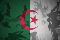 flaga Algeria na khakiej teksturze opancerzenia napadu ciała zakończenia pojęcia flaga zieleni m4a1 militarny karabinu s strzału  ilustracji