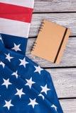 Flaga amerykańska i spirala papierowy notatnik zdjęcie stock