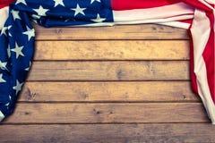 Flaga amerykańska na drewnianym tle z tonowanie skutkiem Flaga Stany Zjednoczone Ameryka szablon najlepszy widok fotografia royalty free