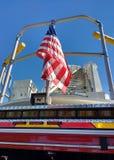 Flaga Amerykańska na samochodzie strażackim, Pożarniczy silnik, usa obraz royalty free