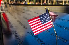 Flaga amerykańska przy Krajowym Września 11 pomnikiem, Nowy Jork Zdjęcia Royalty Free