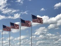 Flaga Amerykańska z niebieskiego nieba tłem obraz stock