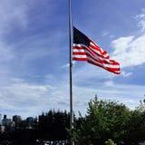 Flaga amerykańskiej połówki maszt Zdjęcia Royalty Free