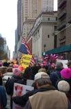 Flaga Amerykańska Do Góry Nogami, kobiety ` s Marzec, central park Zachodni, NYC, NY, usa Obrazy Stock