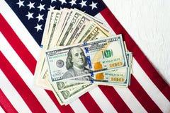Flaga amerykańskiej i dolara banknoty USD Zdjęcie Royalty Free