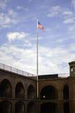 Flaga Amerykańskiej latanie przy fortu punktem Obrazy Royalty Free