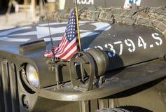 Flaga amerykańska na kapiszonie samochód WWII Zdjęcie Stock