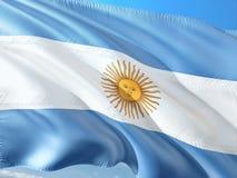 Flaga Argentyna falowanie w wiatrze przeciw g??bokiemu niebieskiemu niebu Wysokiej jako?ci tkanina zdjęcie royalty free