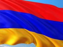 Flaga Armenia falowanie w wiatrze przeciw g??bokiemu niebieskiemu niebu Wysokiej jako?ci tkanina zdjęcia royalty free