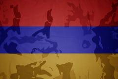 flaga Armenia na khakiej teksturze opancerzenia napadu ciała zakończenia pojęcia flaga zieleni m4a1 militarny karabinu s strzału  Obraz Royalty Free