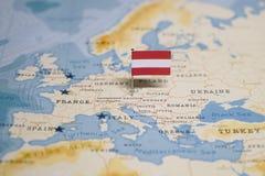 Flaga Austria w światowej mapie obrazy royalty free