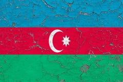 Flaga Azerbejd?an malowa? na krakingowym brudzi ?cian? Obywatela wz?r na rocznika stylu powierzchni zdjęcie royalty free