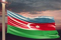 Flaga Azerbejdżan na chmurnym niebie zdjęcie stock